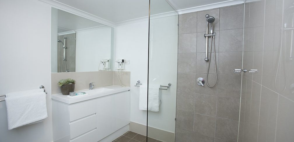 Oxley Court Serviced Apartments Bathroom